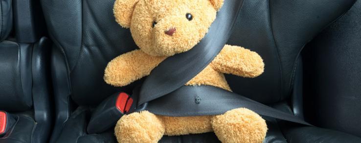 En voiture avec des enfants en toute sécurité